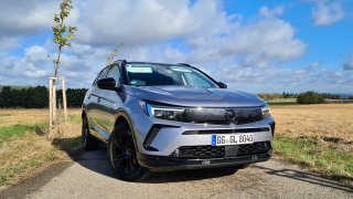 Vyzkoušeli jsme nový Opel Grandland. Výkonem dokáže trumfnout kdejaký hot hatch