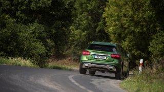 Mercedes-Benz GLA jezdí jistě a pohodlně. 3