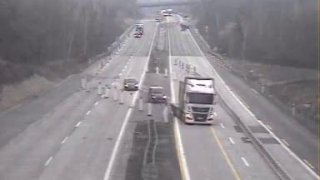 Nehoda motorky a auta zastavila dálnici D1. Záchranářům komplikovali zásah neukáznění řidiči