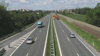 Co se připravuje v roce 2018 pro řidiče - další dálnice bez poplatku, zamezení podvodů s emisemi nebo řidičáky na jakémkoliv úřadě