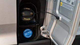 Auta může ochromit nedostatek AdBlue. Nemáme a nevíme, kdy bude, hlásí některé benzinky