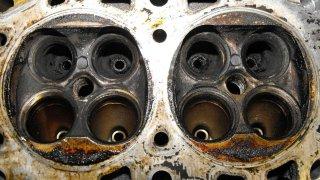karbon v motoru