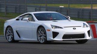 Jako kdyby se náhle zjevilo bájné zvíře – do aukce jde Lexus LFA Nürburgring Edition