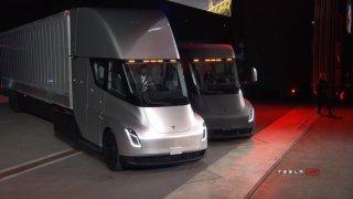 Kamion budoucnosti podle Tesly. Semi zrychluje jako sporťák