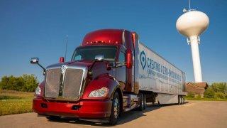 Los Angeles zavádí nákladní dopravu na vodík