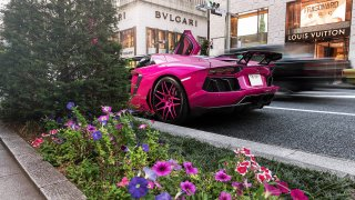 Lamborghini Aventador v růžové 3