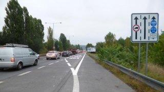Zmatky střídají ještě větší zmatky. Praha zákaz buspruhů pro auta odložila, ale změny nejspíš budou
