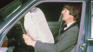 Před 40 lety zavedl Mercedes-Benz v Evropě airbagy. Původně byly označovány za zbytečnost