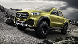 Mercedes odhaluje svůj luxusní pickup velkolepým trailerem