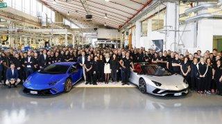 Lamborghini slaví 7000 Aventadorů a 9000 Huracánů. Chce ale mnohem víc