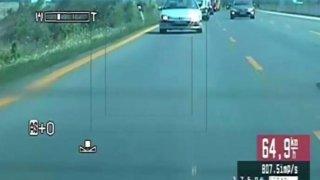 Řidič jel po dálnici doslova šnečím tempem