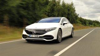 Mercedes-Benz EQS je první elektromobil, který dojede opravdu daleko. Tak jsme se svezli