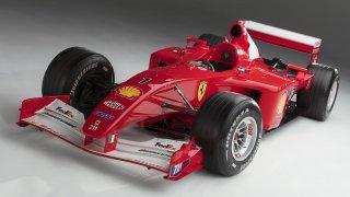 Na prodej je formule po Schumacherovi. V roce 2001 s ní vyhrál titul