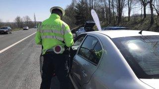 Tvrzení řidiče proti tvrzení policisty? Šofér většinou u soudu nemá šanci a musí zaplatit pokutu