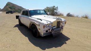 Vznešený Rolls-Royce Silver Shadow po punkové přes