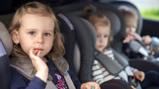Hrají s dětmi v autě bobříka mlčení. Čtrnáct procent řidiček si myslí, že tak své ratolesti zabaví