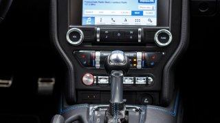 Ford Mustang interiér 3