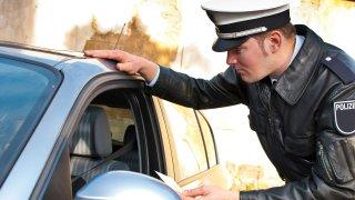 Němci zdražují pokuty, volat už nesmí ani cyklisté