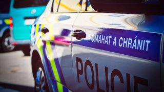 Policisté brali úplatky od pirátů v luxusních autech. Hrozí jim až 10 let za mřížemi