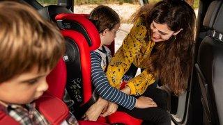 Počet zraněných či usmrcených dětí v autech neklesá. Mohou za to hlavně rodiče