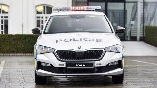 Policejní Škody Scala nebudou mít beranidla ani radary. I tak stojí speciální výbava půl ceny auta