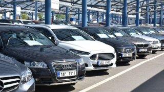 Češi investují vyšší částky i do nákupu ojetin