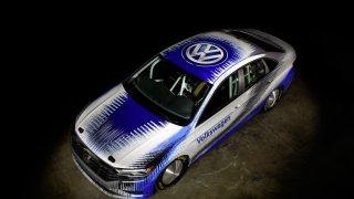 Volkswagen se chystá s modelem Jetta na solné jezero