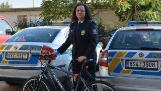 Nový trik policie. V převleku za cyklisty kontroluje chování řidičů