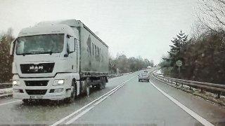 Řidiči kamionů porušují zákon a ohrožují ostatní v provozu. Nic moc jiného jim ale nezbývá