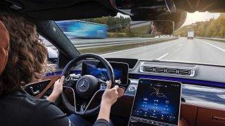 Demenci lze poznat podle řidičského stylu, zjistila studie. Signalizuje ji i prudké brždění