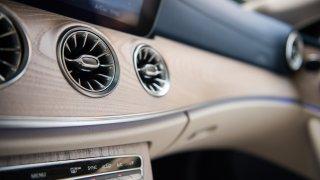 Mercedes-Benz E300 Coupe interiér 2