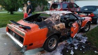 Ford Mustang Mach 1 po útoku žhářů