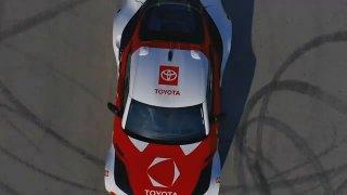 Drifty a pálení pneumatik mají podle Toyoty pomoci s bezpečností na silnicích