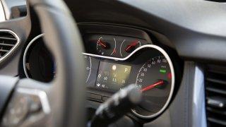 Palubní počítač často lže o spotřebě, ukázal test 80 aut. U některých vozů o více než 20 procent