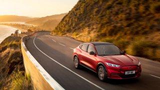Nese sice jméno nejprodávanějšího sporťáku, je to ale čistě elektrické SUV: Ford Mustang Mach-E