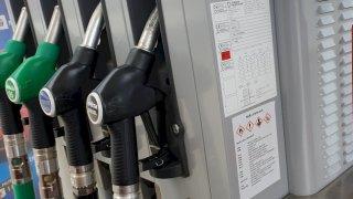 Cena benzínu boří dvouleté maximum. V průměru přesahuje 33 korun