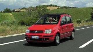 Za cenu nové Škody Fabia lze mít deset bazarových Fiatů Panda druhé generace. Je to geniální vůz