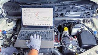 Důkladná kontrola ojetého auta je základ.