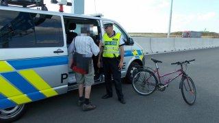 Důchodce se na kole proháněl po dálnici. Bylo mu 92 let