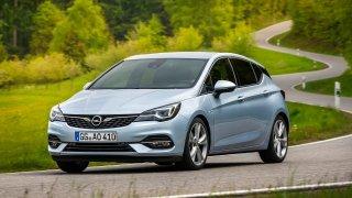 Opel Astra jako tříletá ojetina za cenu nejlevnějšího nového auta? Hodně výbavy a silný motor