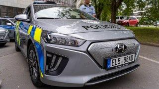 Policie ve velkém přesedá do elektromobilů. V Praze bude jezdit vozem Hyundai Ioniq