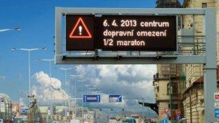 V Praze se změní systém řízení dopravy. Bude umět komunikovat s řidiči