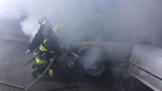 požár BMW