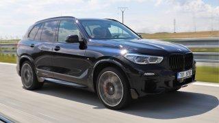 Test BMW X5 M50i: Osmiválcovému mastodontovi chybí jeden krok a pár krůčků k dokonalosti