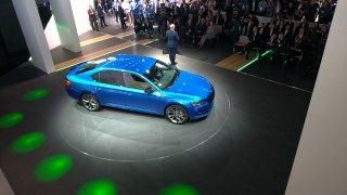 Škoda Superb s částečně elektrickým pohonem stojí podobně jako srovnatelný benzin i diesel