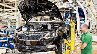 Co mají společného Suzuki Jimny, BMW X7 a Škoda Karoq 1.0 TSI? Zákazník na ně dlouho čeká