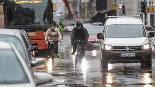 Senátoři vrátili poslancům návrh na rozestupy řidičů a cyklistů. Nelíbily se jim vysoké sankce