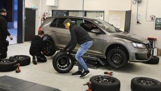 Pozitivní výsledek testu zimních pneumatik. Z 15 testovaných selhaly pouze dvě