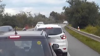 Agresivní řidič u Brna vybrzďoval a jednoho z šoférů zkusil i fyzicky napadnout
