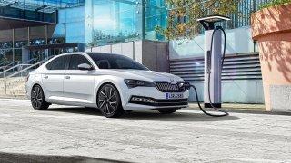 Škoda vjela do éry elektromobility. Ukázala sériový Superb iV a Citigo e iV